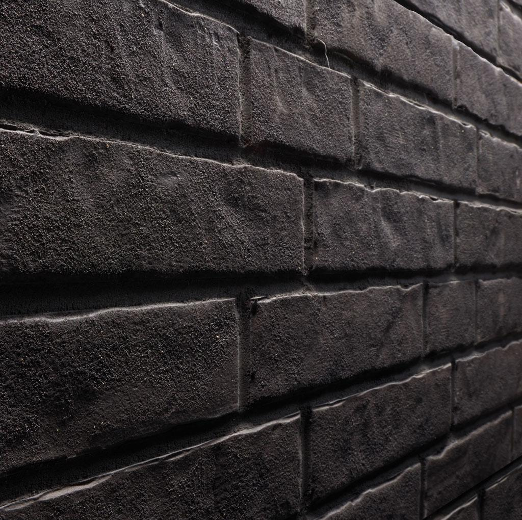 KLAY Tiles Facades - KLAY-Brickslips-KBS-SZE_0001s_0000_2103-Black-Daze